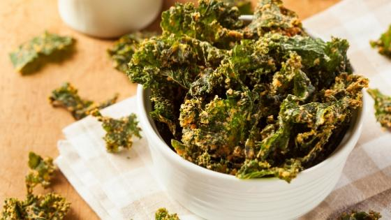 Kale chips low-carb snack.